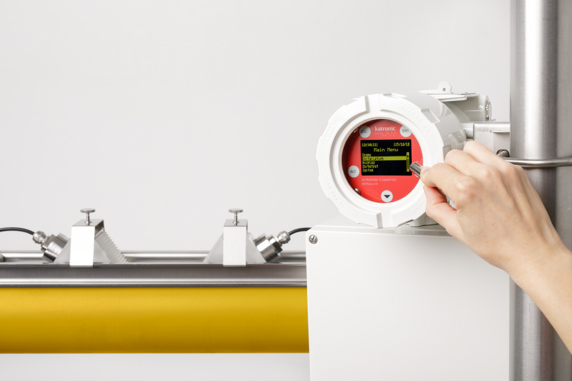 The clamp-on gas meter KATflow 180 in operation
